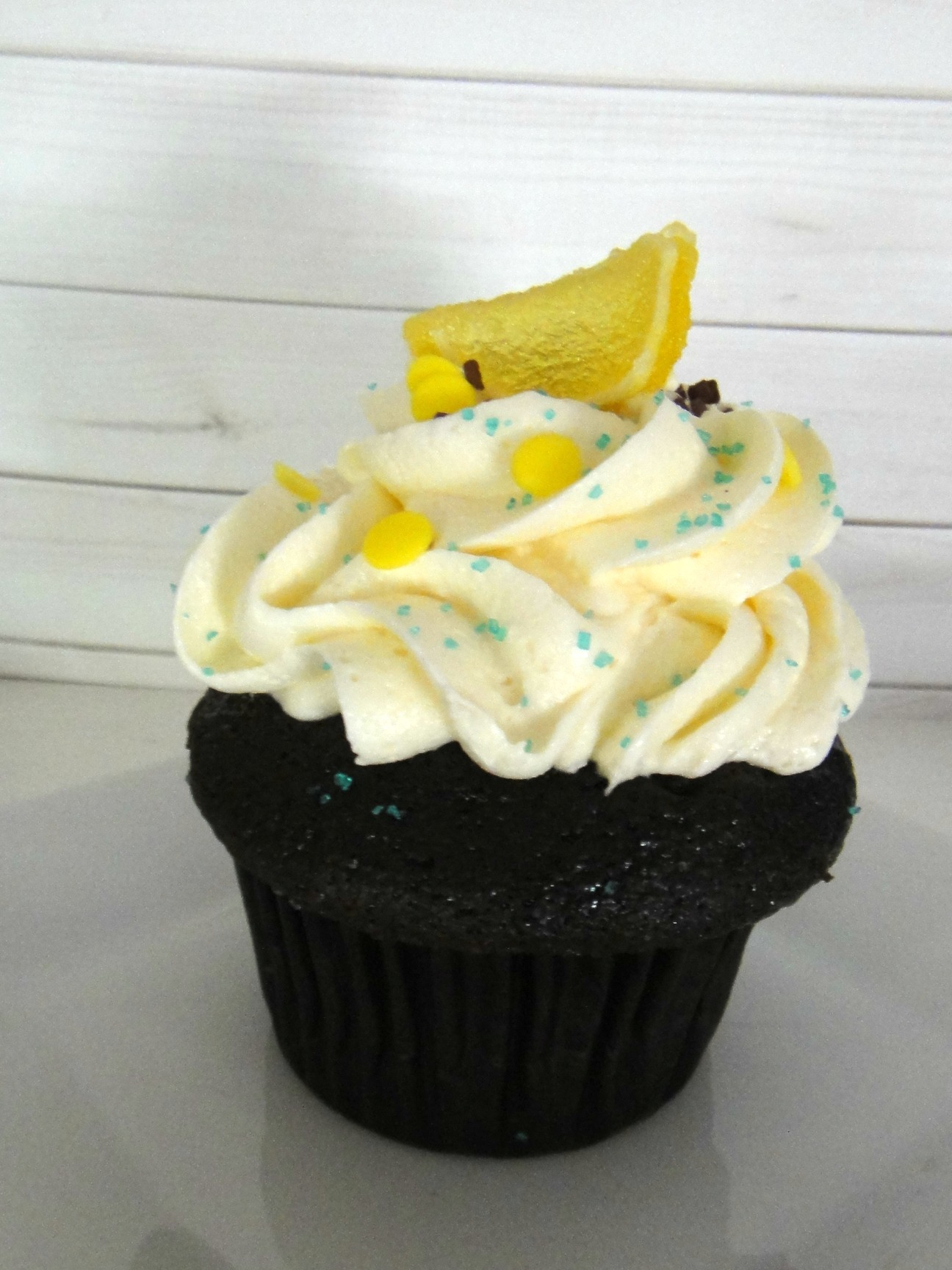 LEMON CHOCOLATE CUPCAKES – A Chocolate Summer Day At Theos!