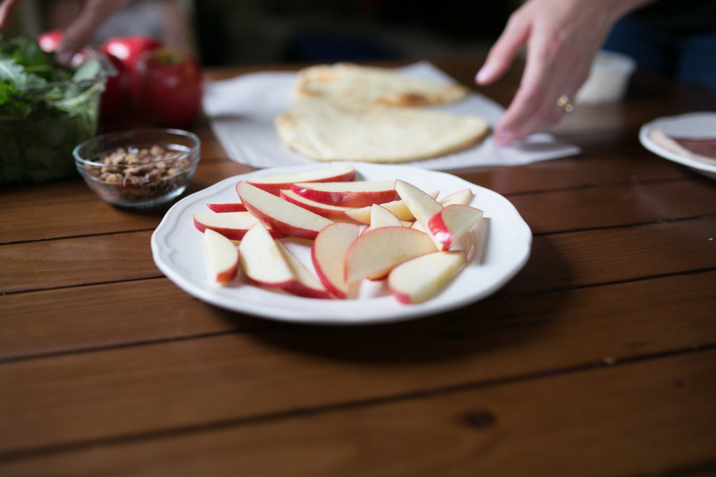 fall apple appetizer flatbread