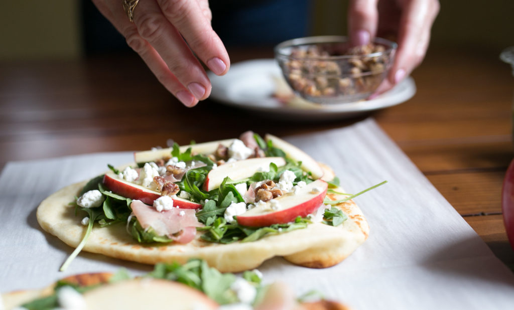 apple prosciutto flatbread